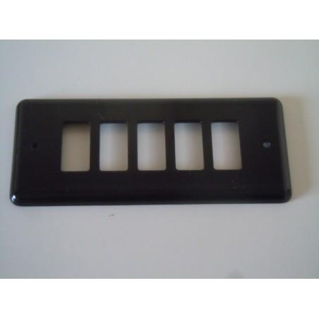 Placca serie magic Ticino nera a 5 fori Forges in ottone